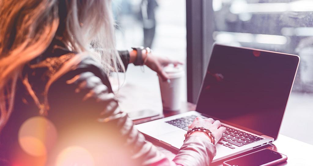 8 idej in predlogov za delo na daljavo,  s katerimi ohranite ljudi na prvem mestu